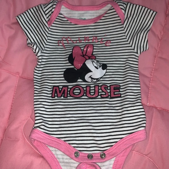 MINNIE MOUSE One Piece COVERALLw//feet~Girl/'s Size 0-3 Months~NWT Disney Baby